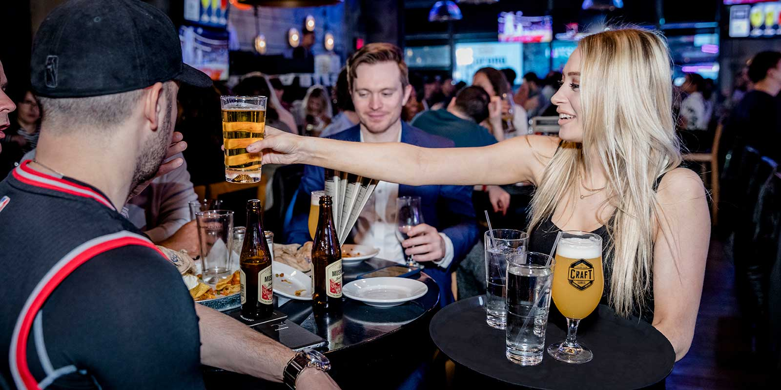 Shark Club Sports Bar & Grill Toronto - Gallery 3